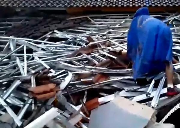 印尼海啸致62死:沙滩乐队表演时瞬间被淹没