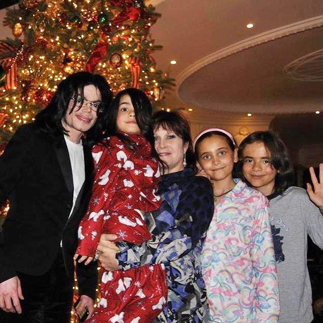迈克尔杰克逊儿子 MJ大儿子终于舍得晒弟弟了,16岁的毯毯1米88,简直不要太帅气!