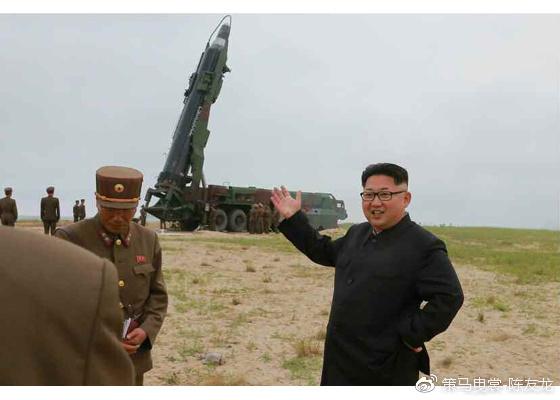 """""""火星-10""""导弹搭载在MAZ-547 12×12运载车基础上改装而来的TEL三用车底盘上"""