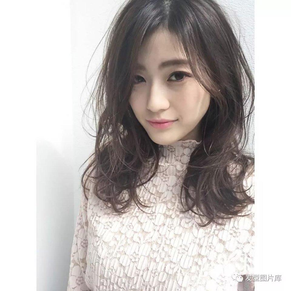 实拍:日本头型婴儿发的湿发发廊额头长卷尖造型窄发型图片