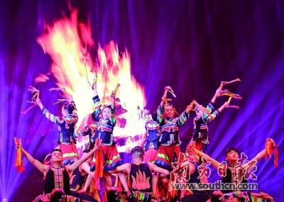 延安和毕节学生舞动中山纪念堂