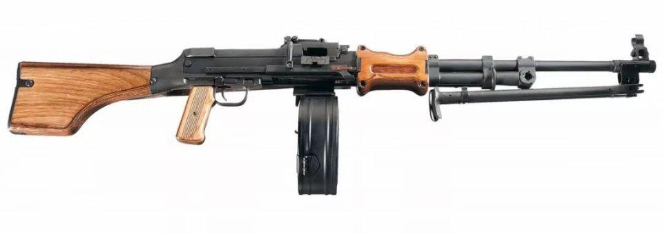 一代名枪SKS披上风骚的战术外衣就可以吃鸡了