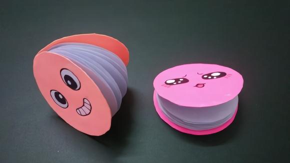 手工diy笑脸圆形迷你笔记本,小朋友最爱这样的萌物,折纸教程