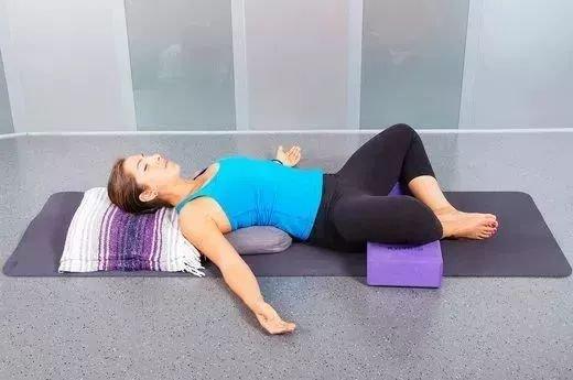 4个简单的修复体式,有效缓解经期疼痛……