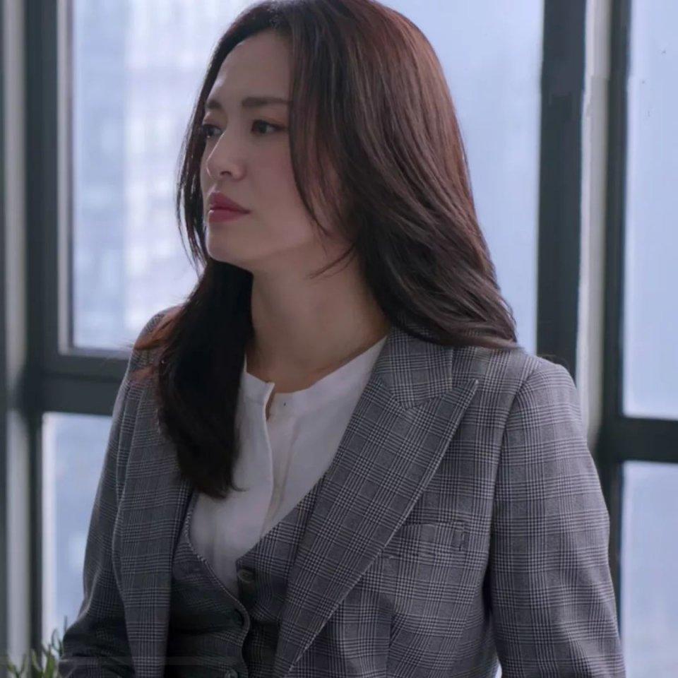 看姚晨《都挺好》演绎职场女精英,百搭发型也挺好!