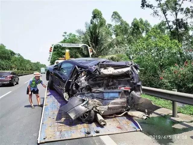离开路面2秒钟,等于蒙眼30米,司机一小动作就致三车相撞!