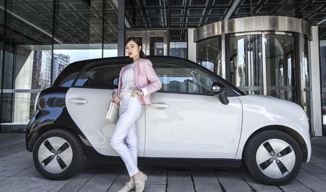 电动车欧拉R1月销量4000+,凭颜值俘获众多女神!