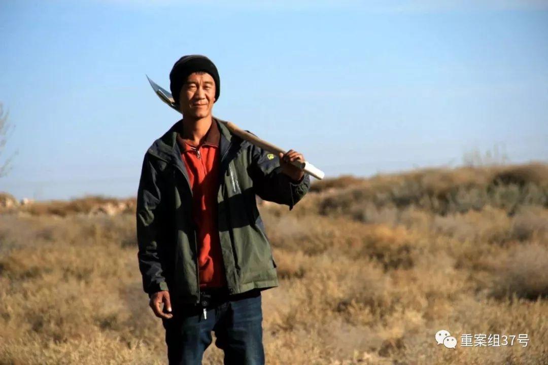 """腾格里沙漠里的80后:把沙漠种成""""花海"""""""