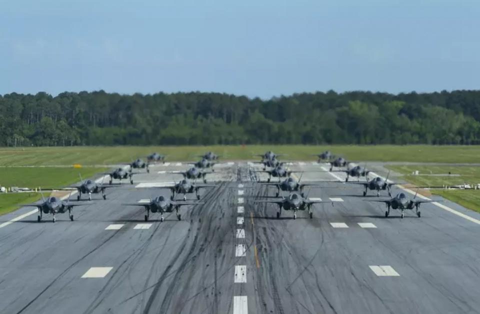 针锋相对!两大国对抗让F35和歼16同时大象漫