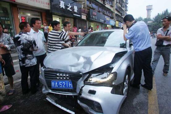 发生交通事故后,第一个电话应该打给谁?不知道的要吃大亏