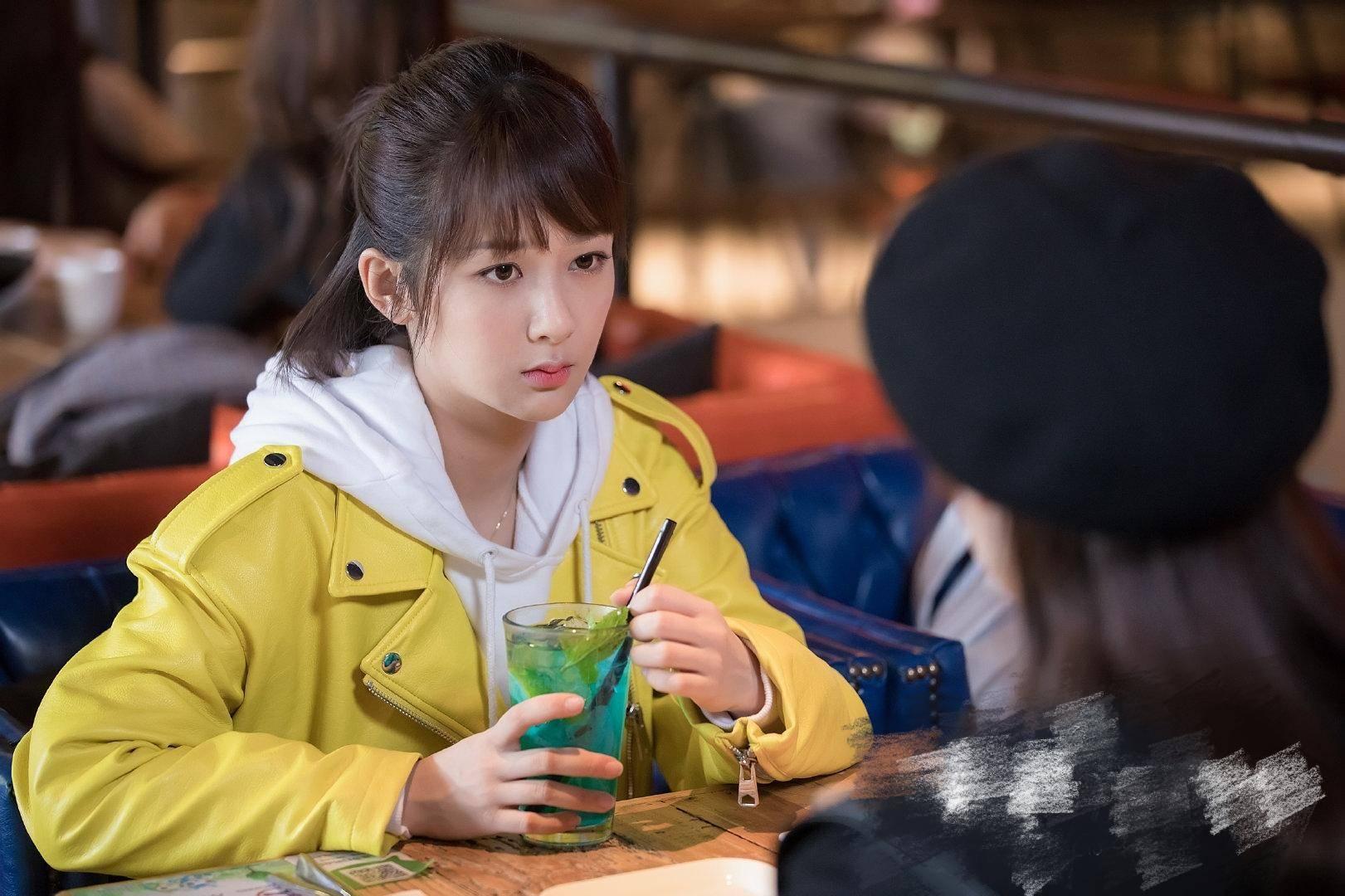 """杨紫李现9年同学们变""""恋人"""",演译萝莉爱上酷男,互动交流很甜?"""