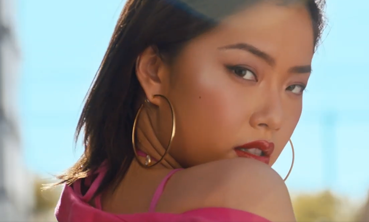 追星族大赢家!王菊协作蕾哈娜拍广告,时尚潮流資源绝世