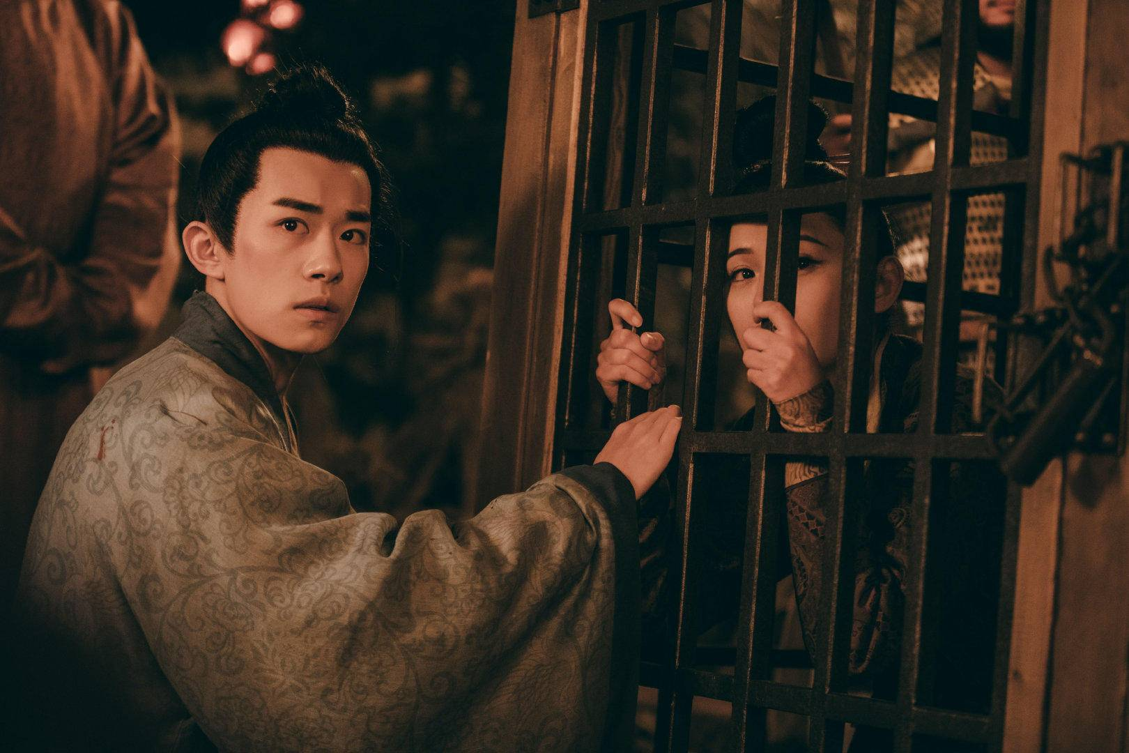 千玺刘昊然新剧好评多,却不如肖战李现热度高,题材成最大阻碍?