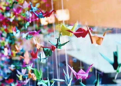 和折星星并驾齐驱的还有千纸鹤,那个时候上网还不是那么随意,想学折法