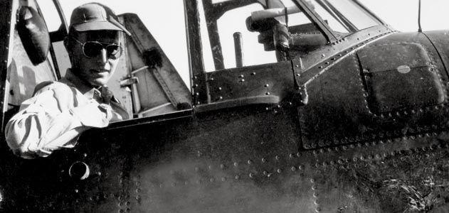 老布什的二战英雄传奇:他被日本炮弹打进了海里却没死!