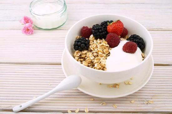 晚饭不吃主食能减肥_不吃主食能减肥?不吃晚饭更苗条?小心会减寿!