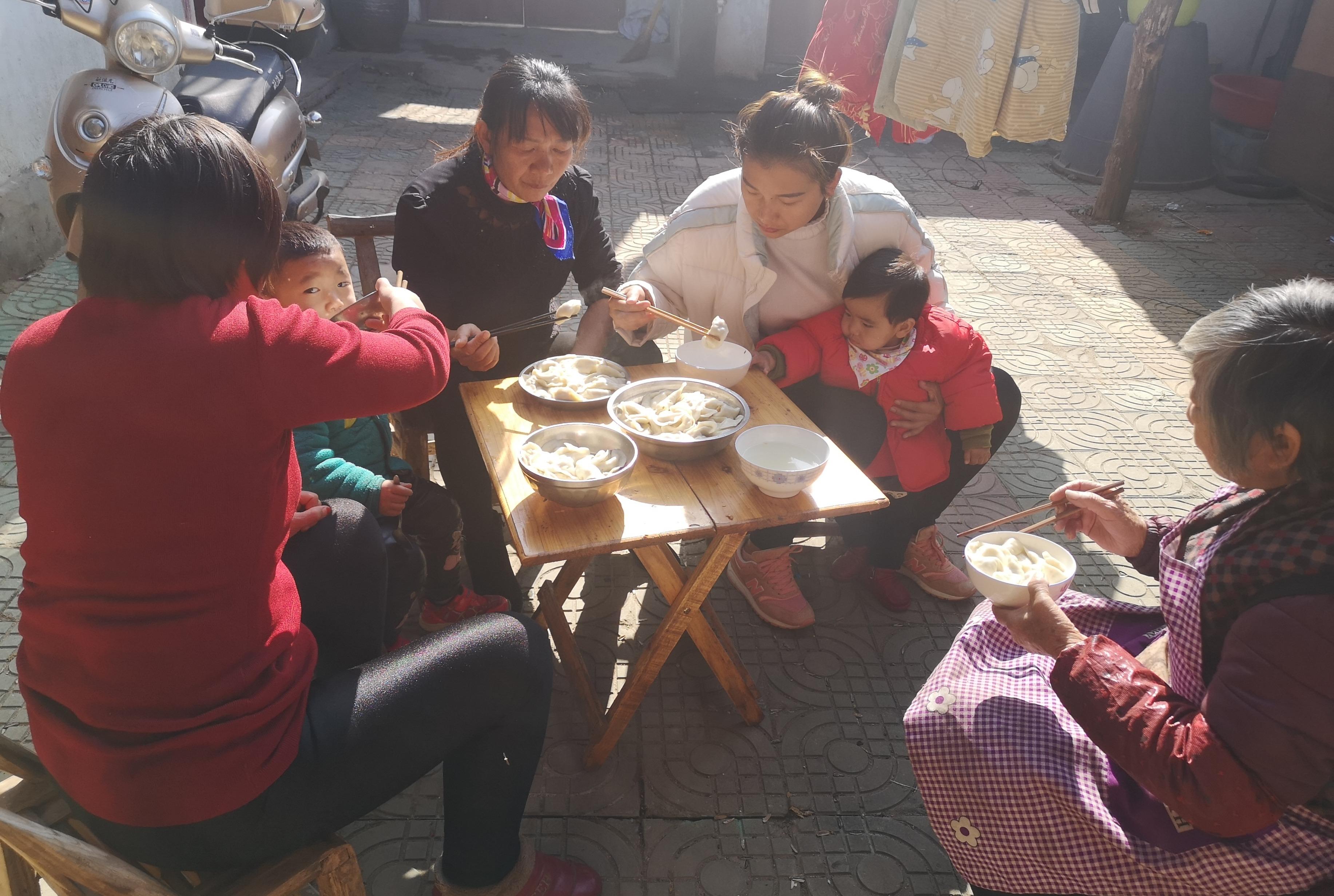 农村姑娘去姥姥家,姥姥做的什么好吃的,姑娘直呼要吃两大碗