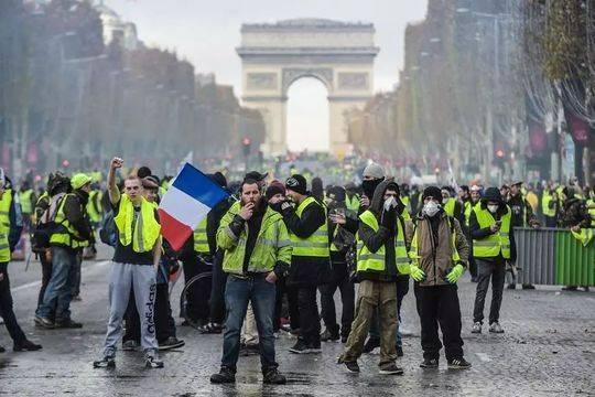封面记者直击法国游行:巴黎市中心未见黄马甲