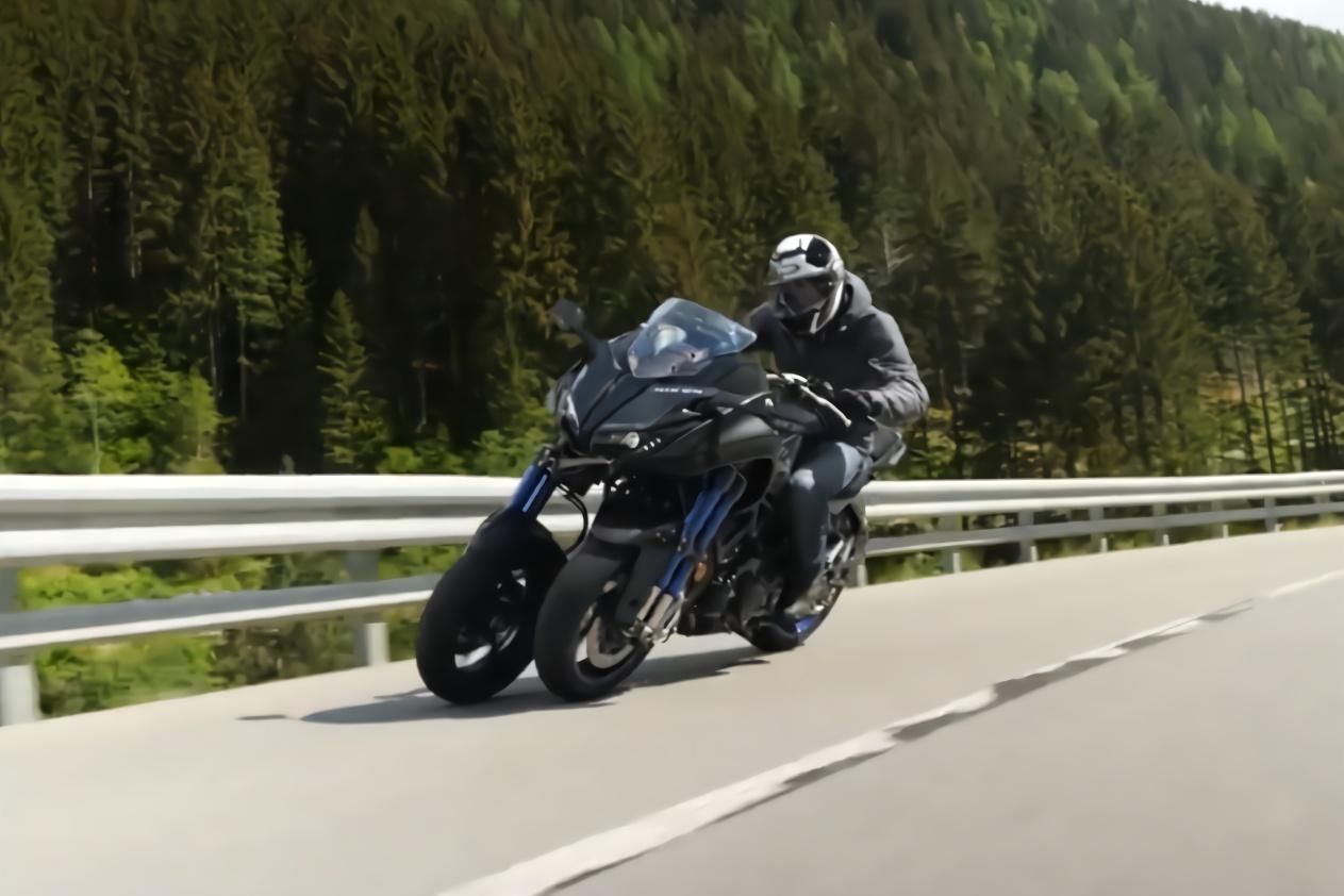 日本的黑科技摩托车,号称怎么骑都不会翻,一问世便拿下世界第一