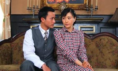 她还和焦恩俊,范文芳合作过《青蛇与白蛇》,当时她已经35岁, 却还是