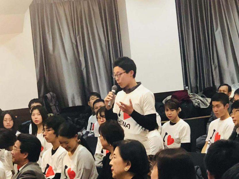 日本�z%�_日本学生穿\