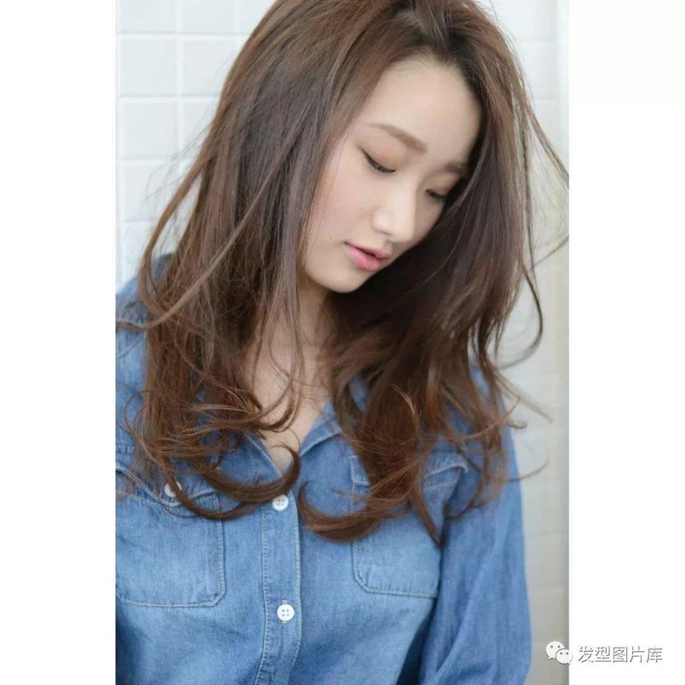 实拍:日本发型造型发的湿发欧美长卷发廊短发偏分女图片