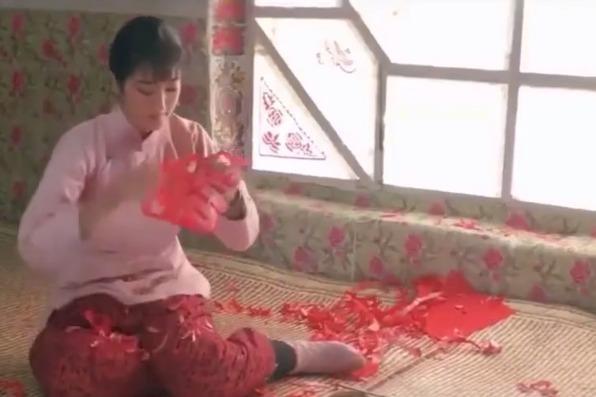丝袜ps伦理视频_一部悲惨的伦理片,女子被父亲卖给老财主,出嫁当天爱上轿夫