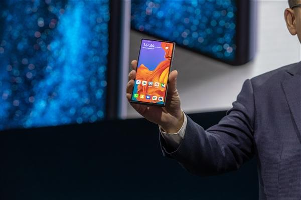 华为5G折叠屏手机Mate X海量图赏:看一眼就中毒