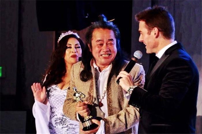 华裔画家曹勇荣获奥斯卡观看晚会和颁奖礼年度最佳国际艺术家大奖