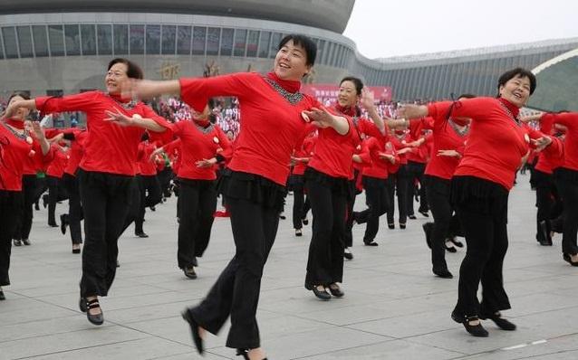 60岁阿姨跳广场舞时突发脑梗,医师找到了祸源