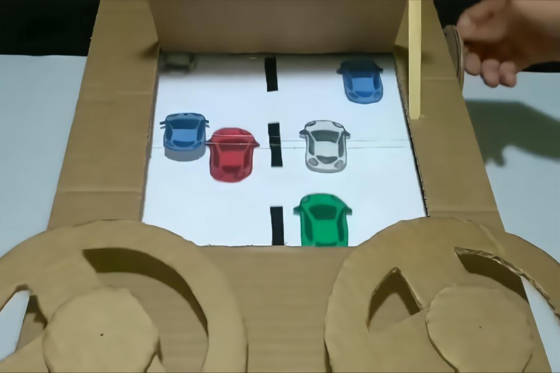 手工制作版赛车游戏机,两个人配合好玩起来才带劲