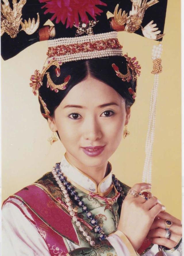 下图就是翁虹在《仙鹤神针》里饰演的苏飞凤,原谅我当时可能还是一个
