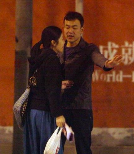 廖凡为39岁妻子庆生,却因为疑似酒驾上了热搜