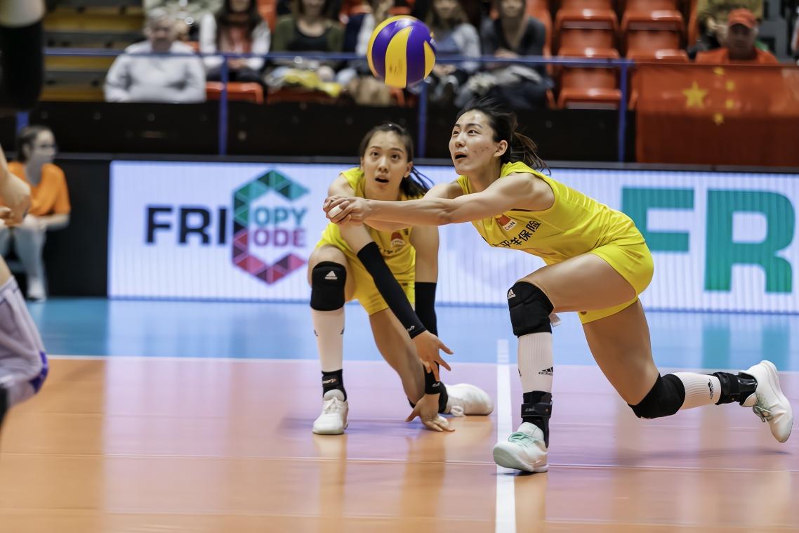 女排18岁新星倪非凡迎来国家队首秀 李盈莹是她榜样