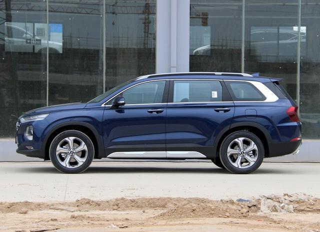 采用2+2+2布局的中型SUV,2.0T+8AT,轴距2865mm,配指纹识别技术