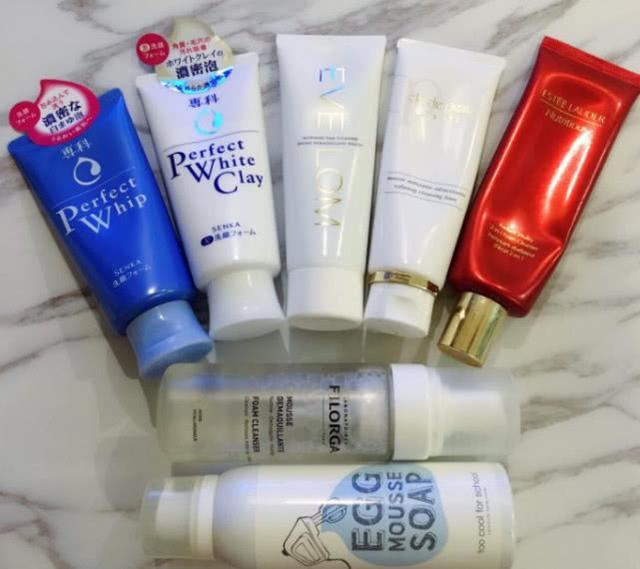 只用清水洗脸,不用洗脸奶,皮肤会变好还是变差?听听专家怎么说