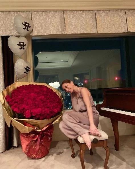 40岁滨崎步姐弟恋开花,牵20岁男友同戴情侣戒有望再婚