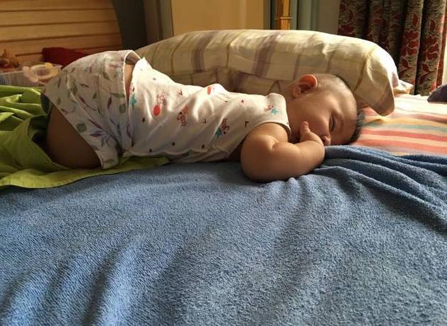 宝宝睡着展现这4个行作,表明脾胃发育不益,期待你家娃一个不占