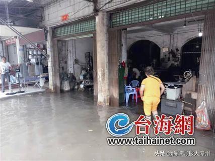 漳州龙海这个地方,30分钟突发降雨,民房竟积水半米深