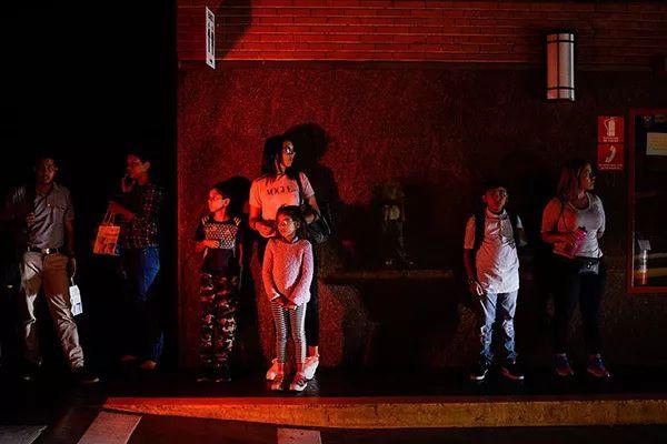 委内瑞拉遭电磁攻击导致大规模停电 幕后黑手不言自明