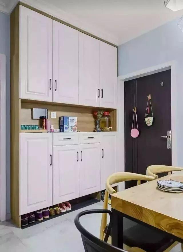 门口只放个鞋柜,太浪费了,装一个柜子简直太实用了