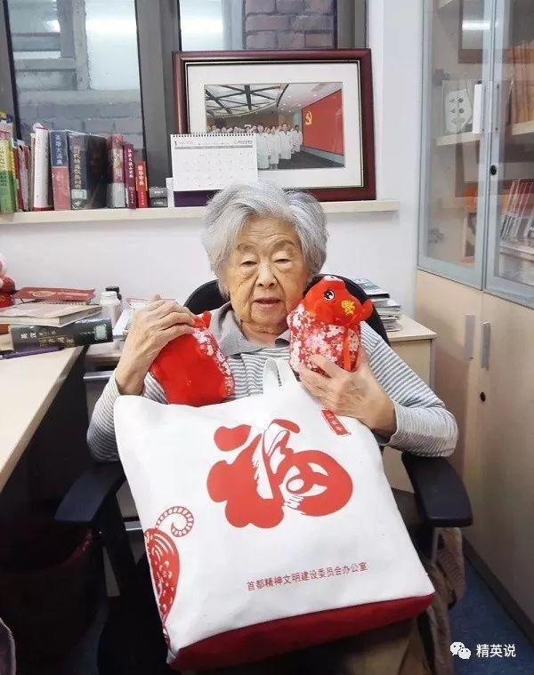 全家移居美国后,她却抛下父母偷偷跑回中国,由此改变了10万人的命运
