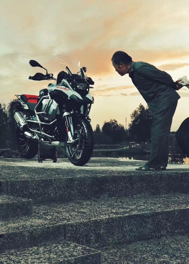 """最强""""拳击手""""水平对置双缸发动机,全新BMW R 1250来了"""