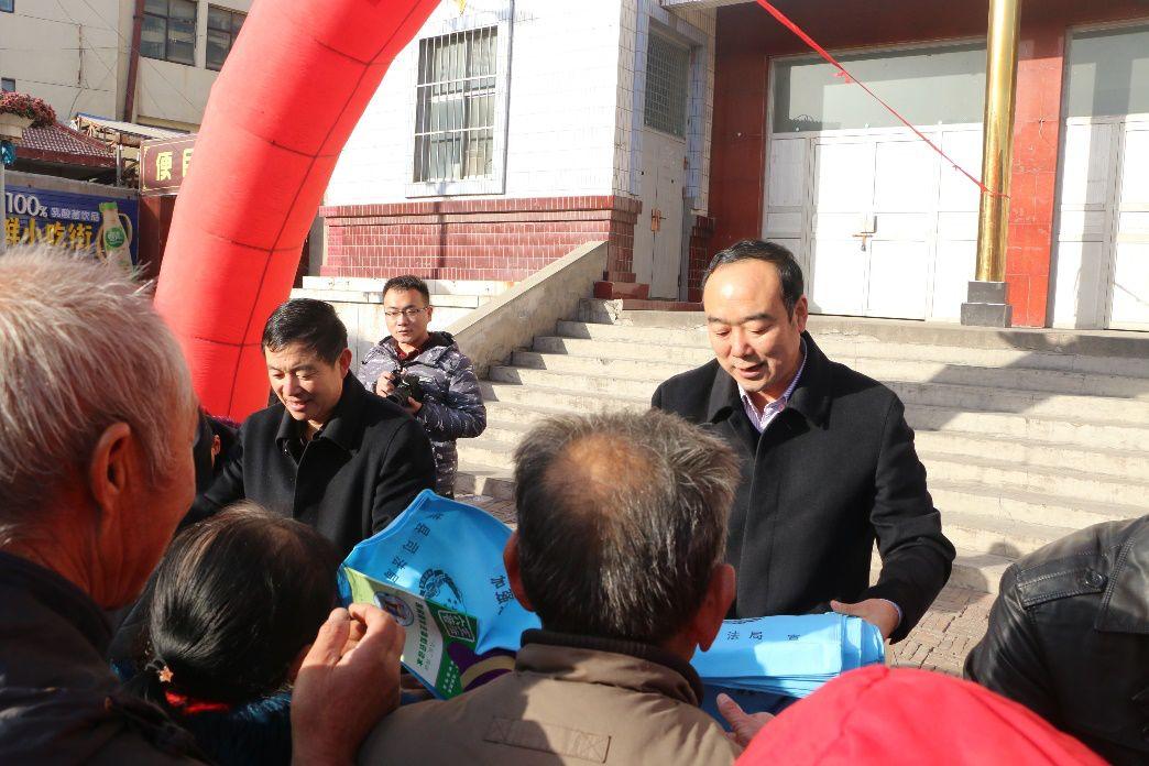 佳县公安借助宪法宣传日开展扫黑除恶专项斗争