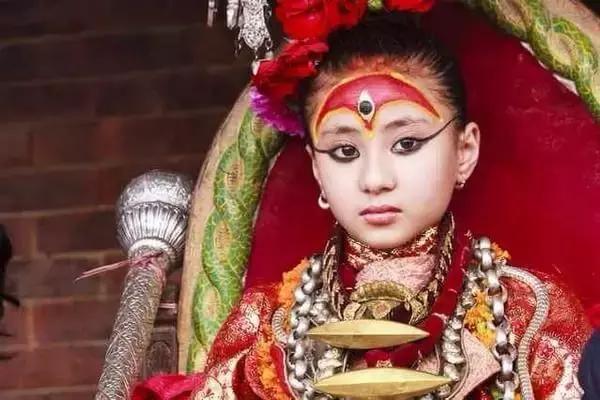 """之眼"""" 而下方的数字""""1"""" 则具有和谐一体的意思 城市 文化范 尼泊尔"""