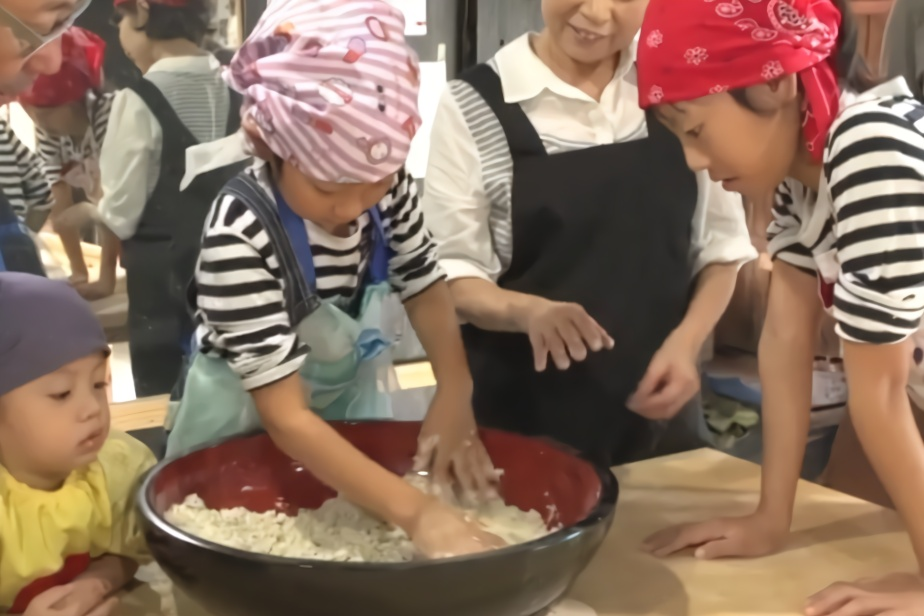 日本很红的手工店,教小孩手工制作荞麦面,一起煮面吃,文化传承