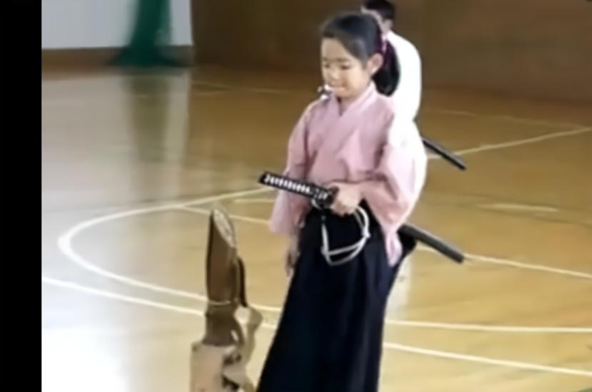 这个日本10岁小女孩的刀法实在恐怖