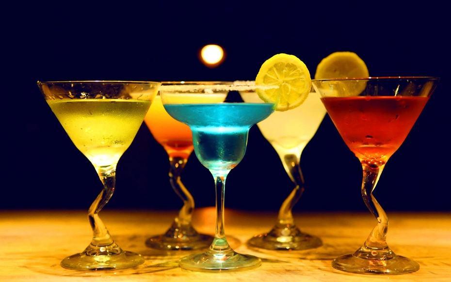 为了追求强大的视觉效果,将几个环放在一起也是个好主意 聚会最常用的鸡尾酒