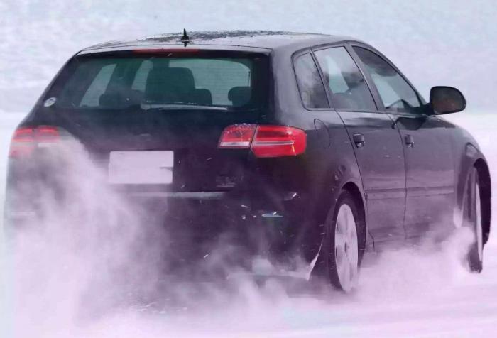 冬天自动挡热车时,应挂P挡还是N挡?维修师傅:挂错车就白热了