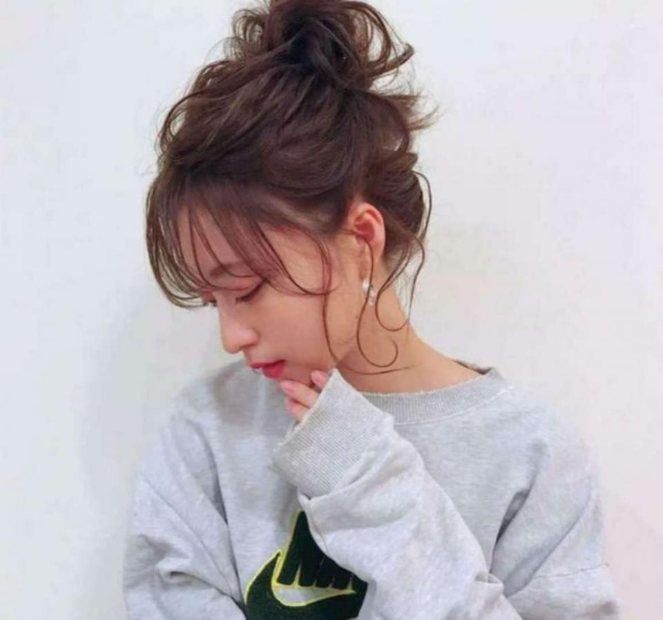 短发女生如何扎出时尚漂亮的造型?